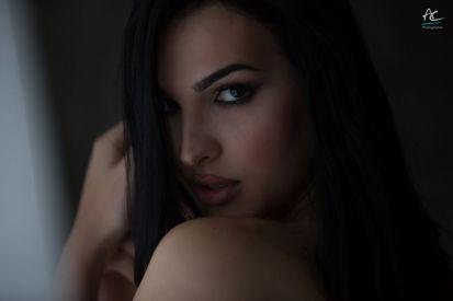 Copertina: la modella Anna Farci
