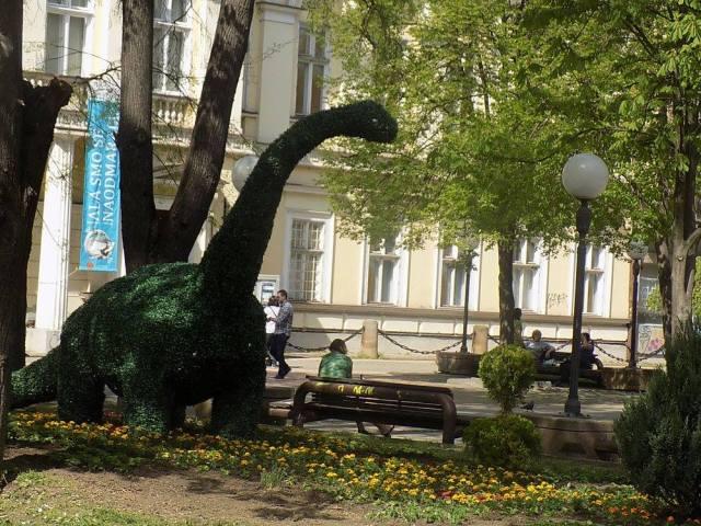 ЗА ДИВЉЕЊЕ... ко каже да су диносауруси изумрли