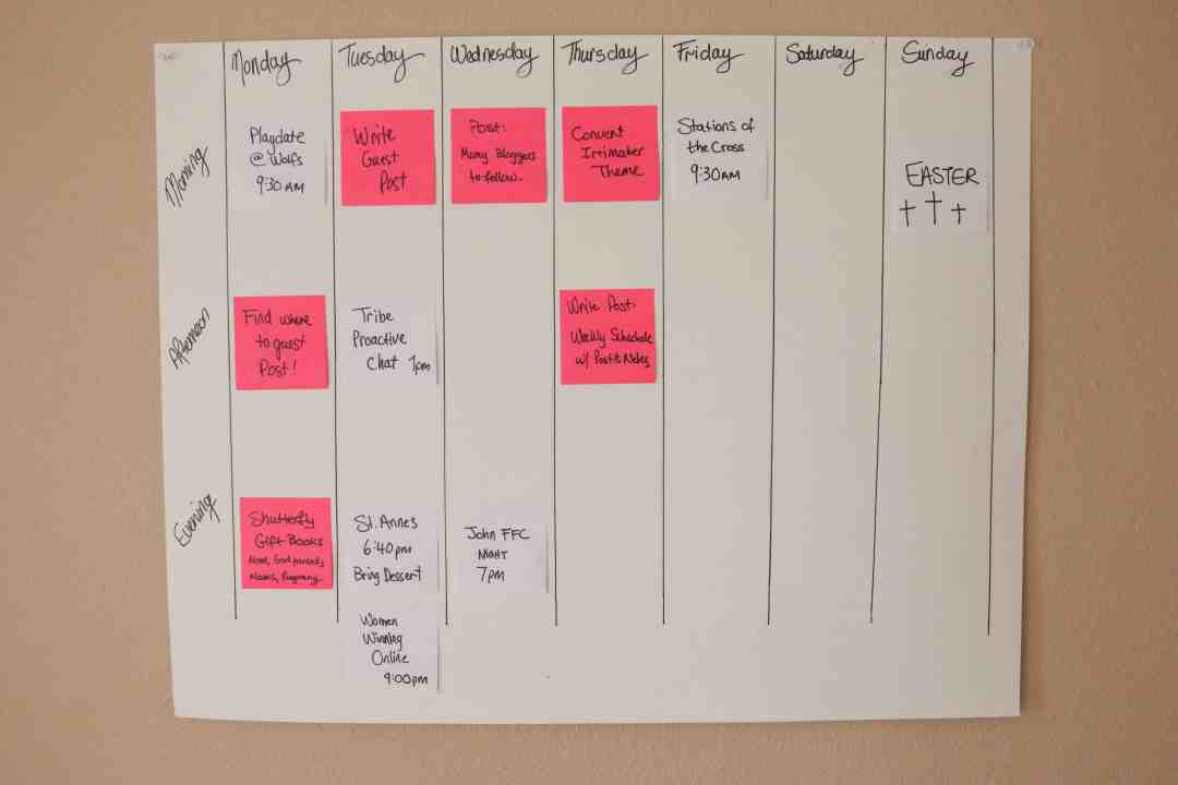 Super Simple Weekly Schedule to Get Stuff Done Post-it Notes Organize and Schedule my Life with Post it notes - Super Simple Hack! 4