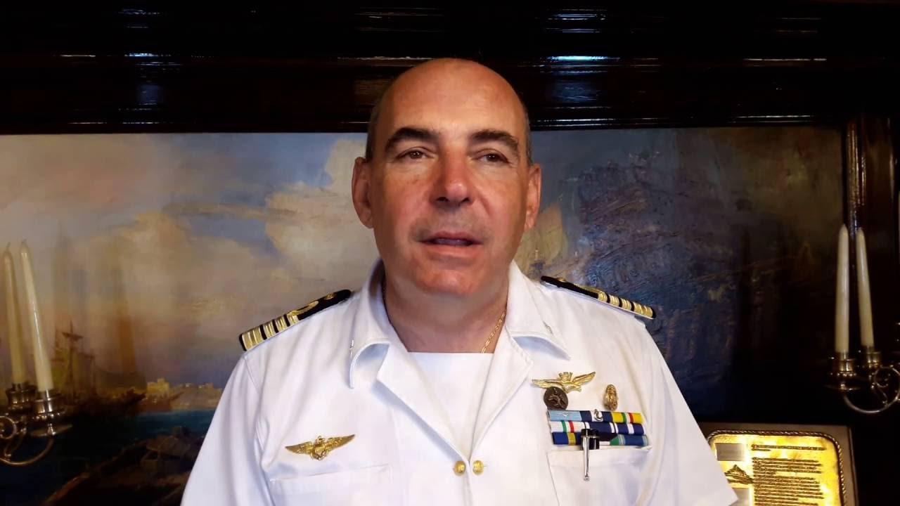 庫爾齊奧·帕西菲基(Curzio Pacifici)是從俄羅斯驅逐出的船隻的指揮官