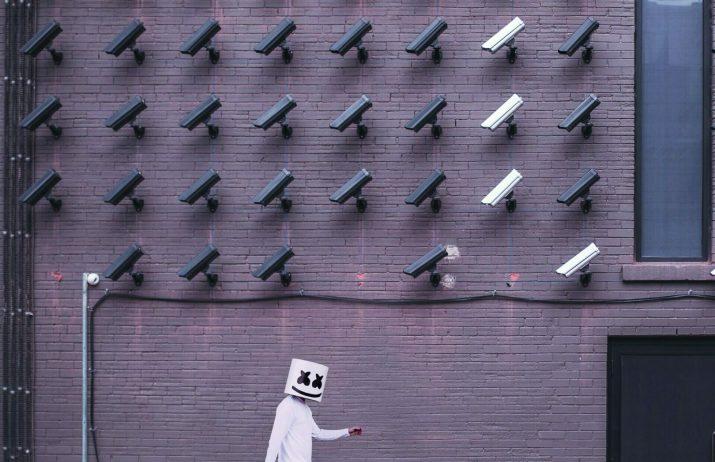 Services, services, surveillance et punition