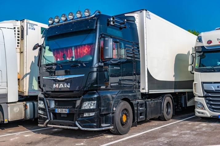 Transport: Schimpfen Trucker über den Green Pass oder teuren Treibstoff?