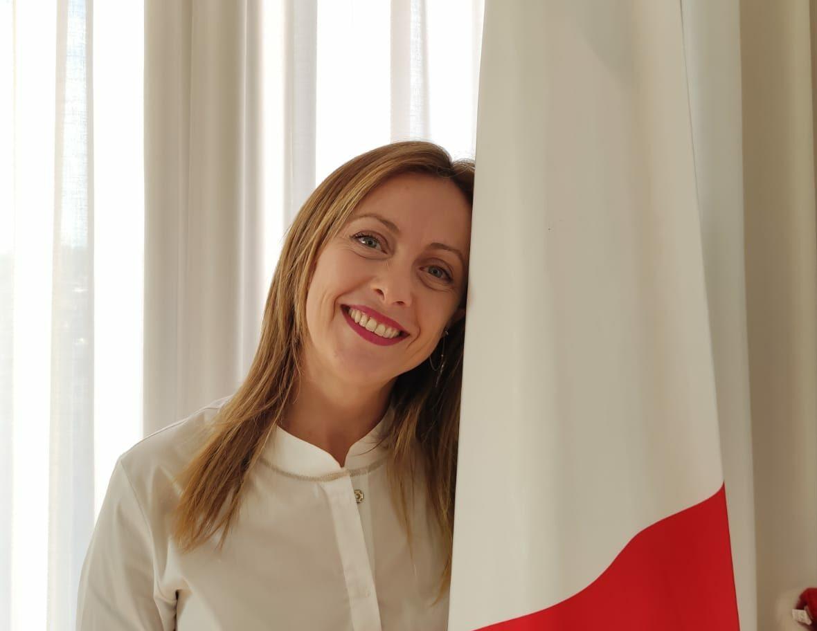 Giorgia Meloni:清除風俗還是驅逐出境?知識分子之間的辯論