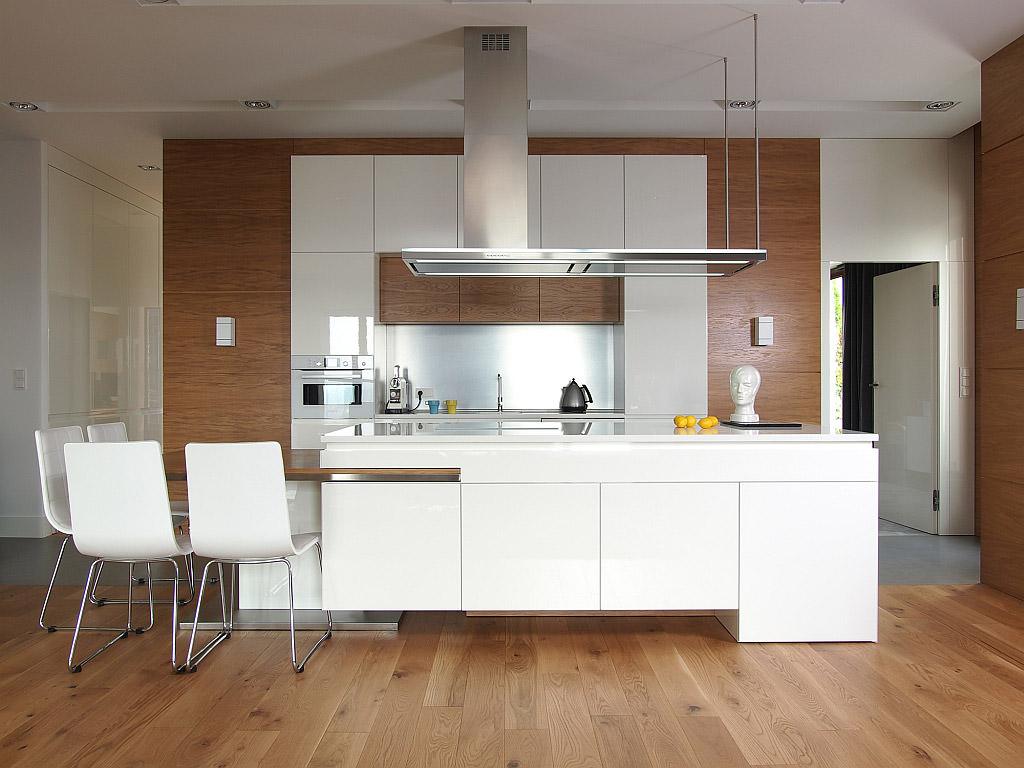 Cucina bianca con top grigio scuro; 100 Idee Cucine Moderne In Legno Bianche Nere Colorate Idee Colori Cucina Moderna Legno Start Preventivi