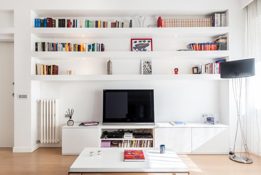 La zona tv, impreziosita da una parete attrezzata progettata su misura, è ben definita dal ribassamento del soffitto in cartongesso che ne sottolinea la presenza in modo discreto. Parete Attrezzata In Cartongesso Per Il Soggiorno Info Prezzi E 40 Idee Moderne Start Preventivi
