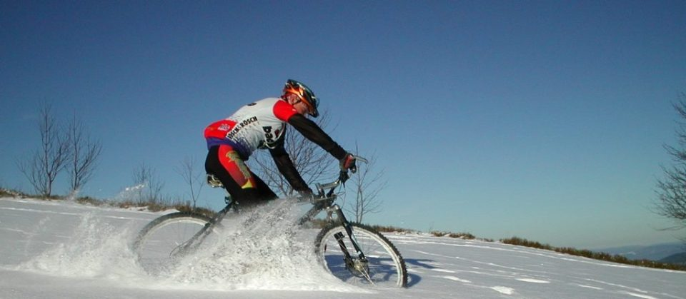 Stay-Active-Bike-in-the-snow