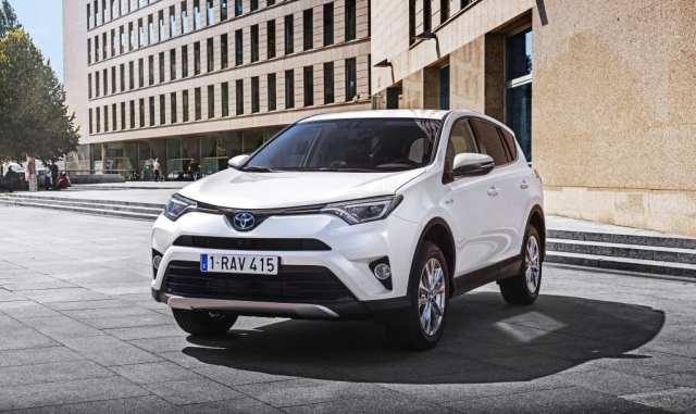 Toyota dokazuje svoju dominanciu na trhu 15 miliónmi predaných hybridov