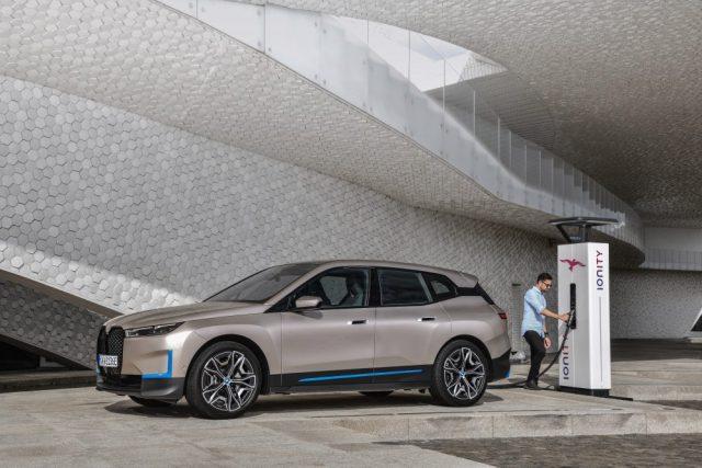 Očakávaná novinka iX je odhalená, toto je BMW budúcnosti