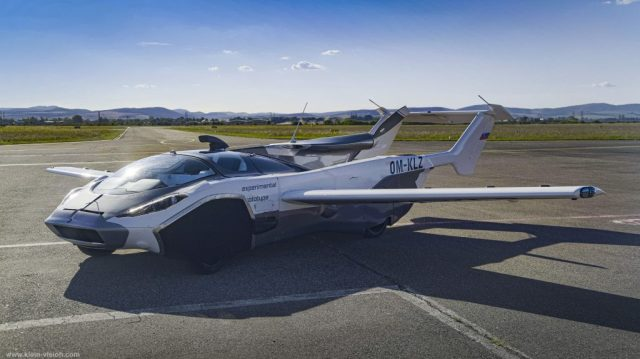 VIDEO Lietajúce auto AirCar vystúpalo do nebies, unikát je zo Slovenska!