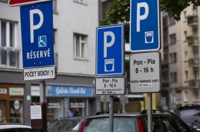 Hlavné mesto chce vypudiť osobné automobily, prvoradí budú chodci