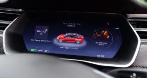 Tesla klame v udávaných dojazdoch: V praxi ju Porsche predčí
