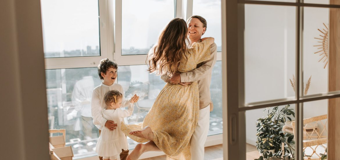 How to Invest in Stocks - Happy Family Getting Rich