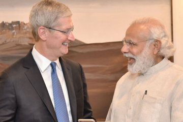Apple CEO Tim Cook Praises Modi Demonetization,Startup Stories,Startup Stories in India,Startup News,2017 Most Read Startup Stories,Apple CEO Tim Cook,Narendra Modi Demonetization,PM Modi,Apple Chief Financial Officer Luca Maestri,Narendra Modi Latest Rules