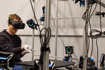 See Pics: Zuckerberg Exhibits His Interest On Oculus Rift VR Headset