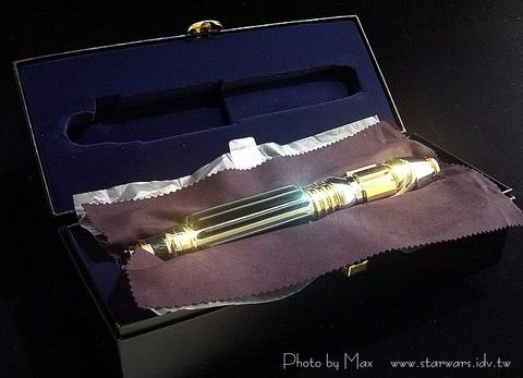 魅使‧雲度-複製人全面進攻簽名版光劍-Mace Windu's Lightsaber in AOTC Signature Edition - Produced by MR
