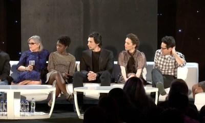 Lawrence Kasdan, Carrie Fisher, Lupita Nyong'o, Adam Driver, Daisy Ridley, J.J. Abrams en Mindy Kaling op het podium