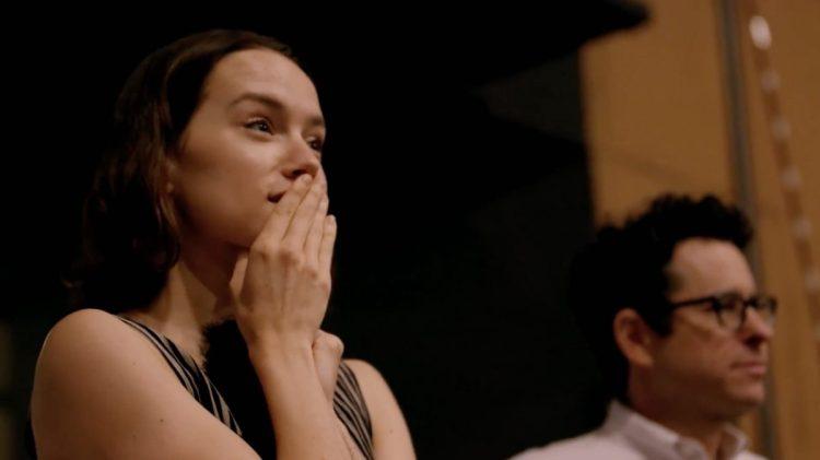 Daisy Ridley luistert naar Rey's Theme