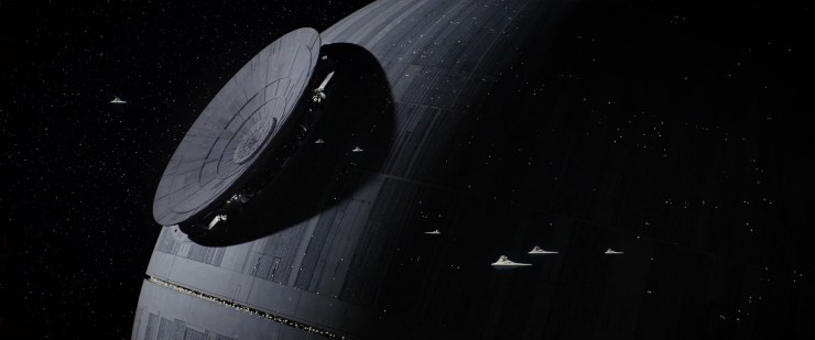 En vervolgens zien we de Death Star in aanbouw, men lijkt de laatste hand aan de constructie van het superwapen te leggen.