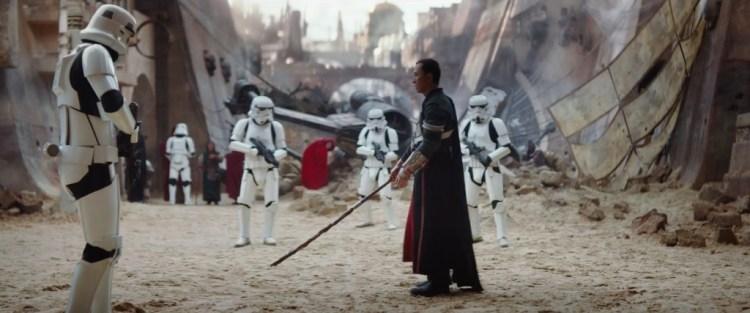 In deze scene zien we op de achtergrond een neergestorte X-Wing liggen.