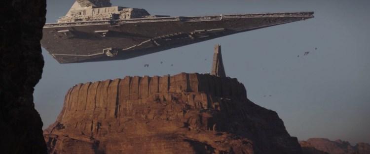 Vervolgens krijgen we een prachtig shot van een Star Destroyer boven de stad die we hiervoor zagen. Ook zien we op de voorgrond wat lijkt op cassian en Jyn.
