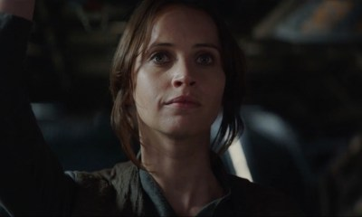Jyn lijkt trots en onder de indruk van haar team. May the Force be with us.