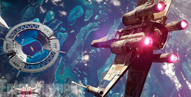 Een goede blik op de Shield Gate voor deze wordt aangevallen. De Shield Gate zorgt ervoor dat de Empire door het planetaire schild om Scarif kan geraken. Het is dus ook de sleutel voor de rebellen om voet aan de grond te kunnen zetten.