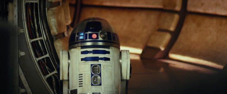 En daar is één van onze favoriete droids (R2-D2) in één van onze favoriete schepen (de Millennium Falcon)!