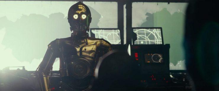 Anthony Daniels is als C-3PO natuurlijk ook weer van de partij, en zoals we aan het einde van The Force Awakens zagen heeft hij weer twee gouden armen.