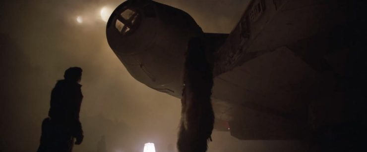 Als ze vraag tof het iets anders dan wraak of geld is zien we Han en Chewbacca onder de Millennium Falcon staan en deze bekijken.