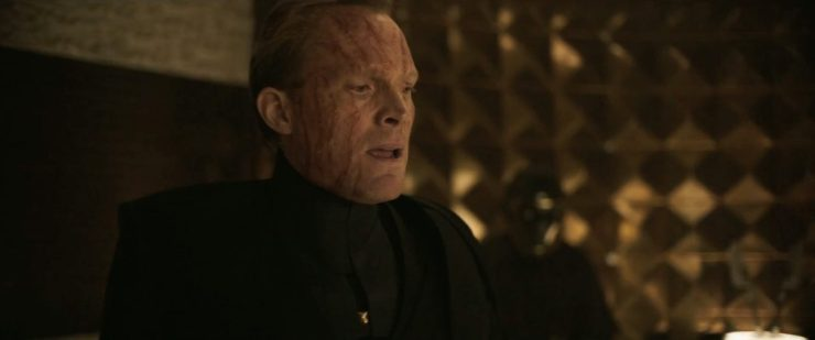 """Vervolgens vertelt Beckett Han iets meer over de opdracht waar we in de vorige trailer al over hoorde. We zien de """"big shot gangster"""" die het team samenstelt."""