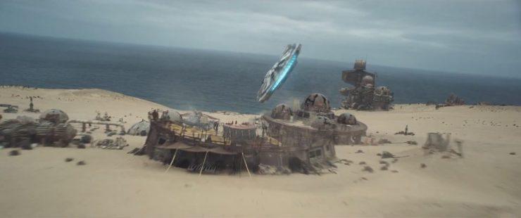 Dan nog even een mooi shot van de Falcon die over het kamp van Enfys Nest vliegt.