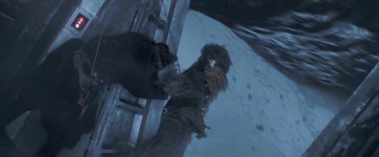 We sluiten de trailer af met Chewbacca die bijna van de monorail af valt maar door Han gered wordt.