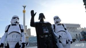 Darth Vader en la plaza central de Kiev (imágen de AP)