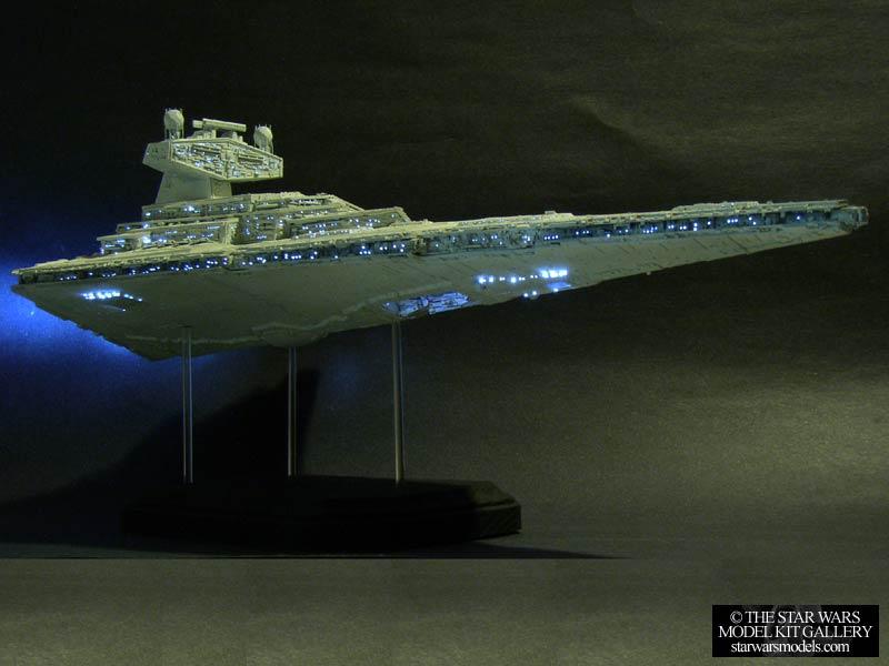Star Destroyer With Fiber Optic Lighting System 14222 Plastic AMTERTL Model Kit