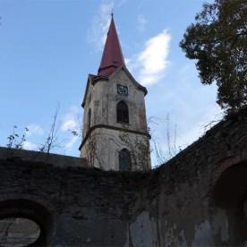"""Pohled na věž z """"vnitřku"""" márnice"""