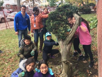 NY4P staff and students at a bulb planting in Brooklyn
