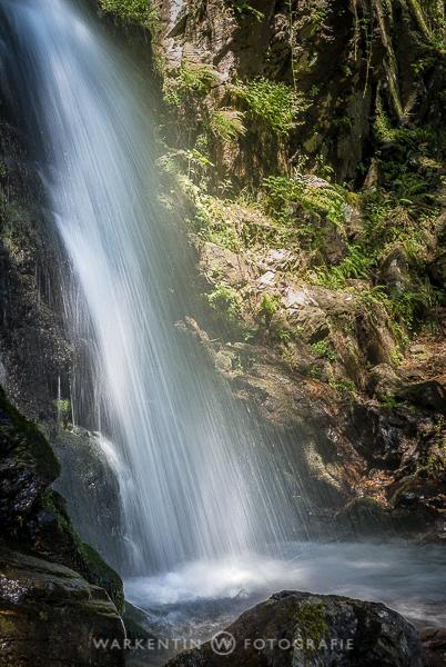 Sehr beliebt sind Langzeitbelichtungen von fließendem Wasser, ohne Stativ geht's auch hier nicht. (Foto: Karl H. Warkentin)