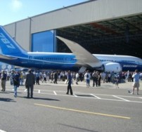 Boeing_787_Roll-out (onewest)