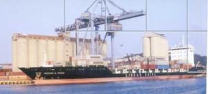 Porto Ancona, gru in azione (porto Ancona, immagine d'archivio)