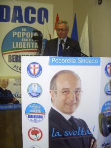 Tremonti e gigantografia Pecorella (image L. Piemontese)