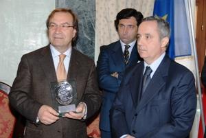 targa ricordo giudice Cristino - alla destra Gianni Mongelli