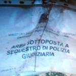 I sigilli testimonianti il sequestro di polizia giudiziaria ai danni dell'immobile citato