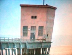 Il fabbricato in cemento al di sotto del quale è posta l'idrovora che ha causato la morte di M.Nasca (image Stato)