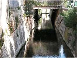 Un canale in località Siponto (immagine d'archivio)