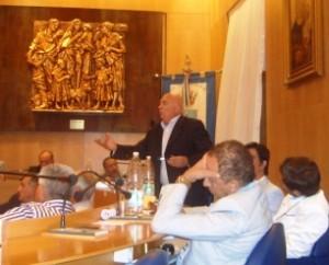 Scene da un Consiglio: proteste e fastidio (image L.Piemontese)