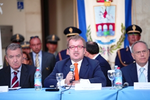 Il ministro Roberto Maroni durante la conferenza stampa (image Dino Prencipe)