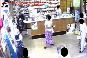 Un momento della rapina (immagine Cc-Ba)