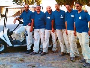 lavoratori al cimitero di Foggia (immagine Com.Fg)