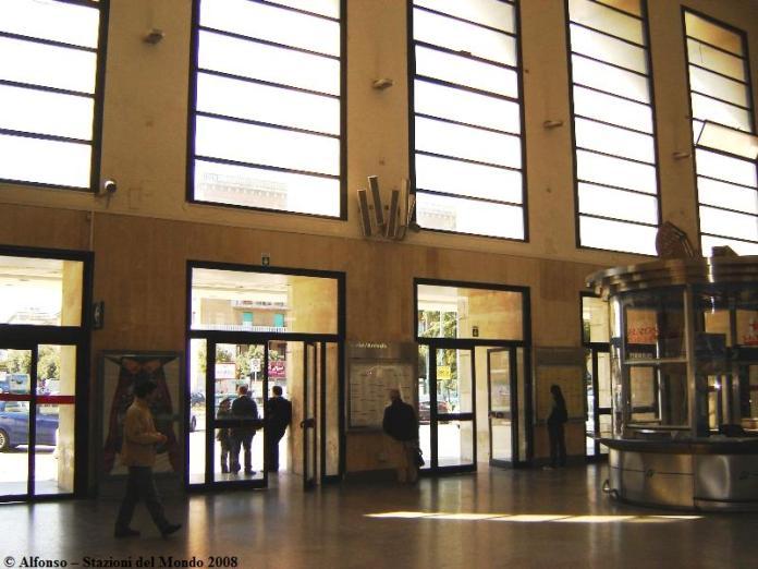 Stazione di Foggia, atrio (fonte image: stazionidelmondo.it)