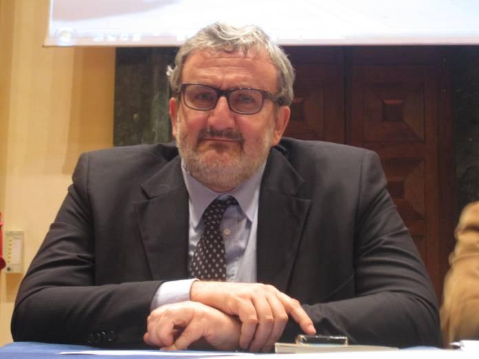 Michele Emiliano nel corso di un passato convegno a Foggia (Ph: P.Ferrante - www.statoquotidiano.it)